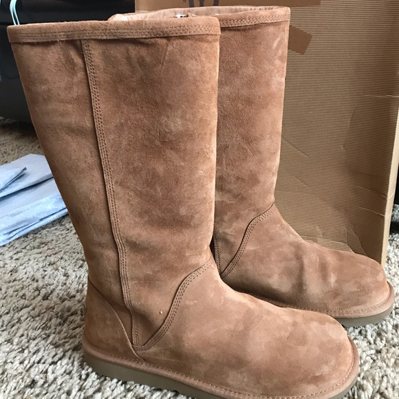 bf82614d7bc UGG Kenly boots with side zipper👢 🥾